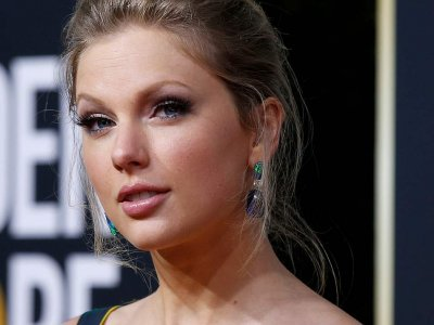 Taylor Swift voted artist of year for sixth time at American Music Awards