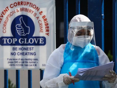 Top Glove shares slip further on news of possible charges