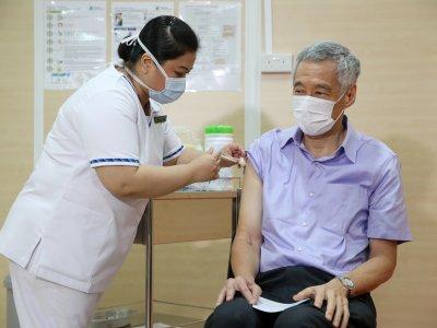 呼吁国人踊跃打疫苗      李显龙:无不适也不痛
