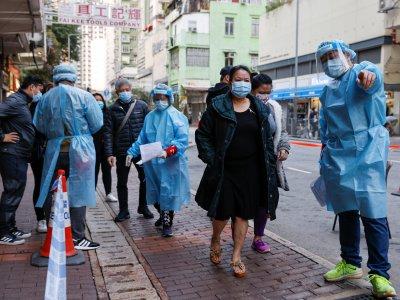 传香港周末围封油麻地疫区       逾万人禁足强检