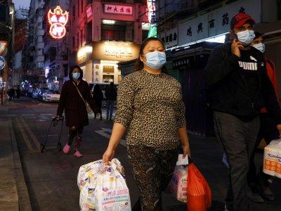 香港凌晨围封疫区     万人禁足两天强检