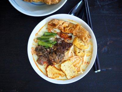 CMCO food takeaway: Discover this unusual curry laksa at Shah Alam's Restoran Zheng Yang