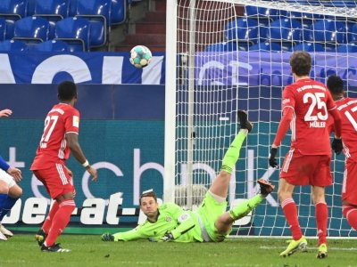 Neuer sets new Bundesliga record for most clean sheets