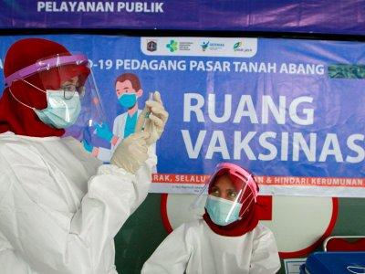 印尼强制打新冠疫苗!拒绝接种者就挨罚