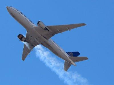 美国联航客机故障      零件掉满地紧急降落