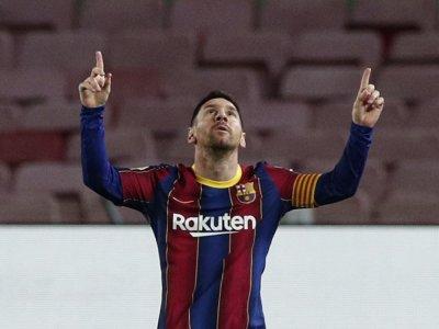 Barcelona brush aside Sevilla to reignite La Liga hopes