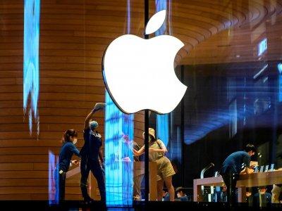 Survey: iPhone 12 sales propel Apple to top of smartphone market