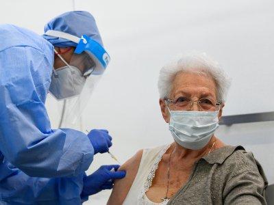 不到10%人口接种疫苗     全球群体免疫恐需近5年