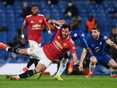 Man United frustrated by penalty row in Chelsea stalemate, Bale stars for Spurs