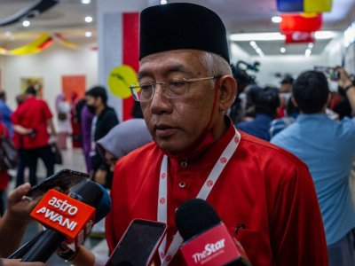 Don't prevent others from moving up the ladder, Mahdzir reminds Umno members