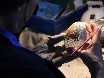 Hungary egg decorator brings new spin on ancient craft