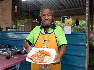 Nasi Gaul at Haji Bahai's Warong Kulaan for a taste of traditional Banjar dish