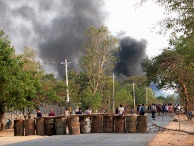 向平民发射枪榴弹       缅甸军方炸死82示威者