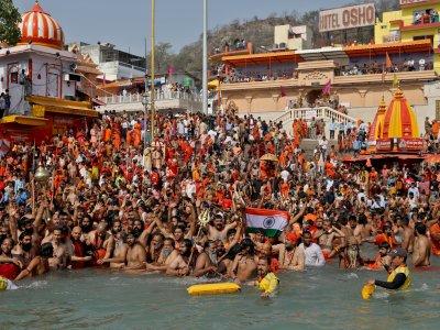2.5万人参加大壶节最后庆典!印度信徒:恒河会保佑我们