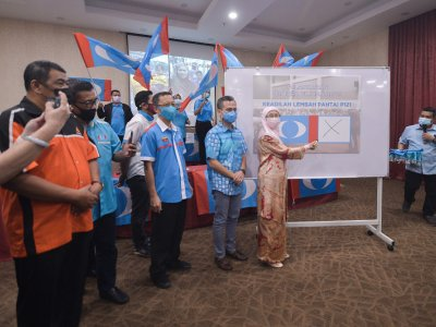 Good luck getting re-elected in GE15, PKR communications chief tells 'traitor' MPs