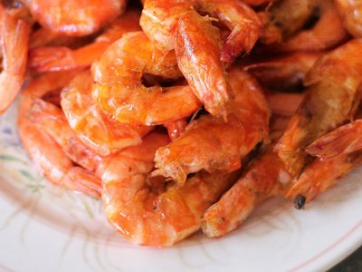 Laughter all year round with these saucy, 'no-sauce' tomato chilli prawns