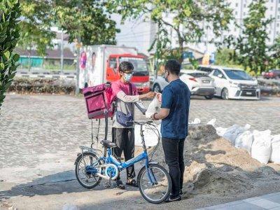Bukit Mertajam MP brings joy to Kelantan man by giving him a motorcycle to ease his food delivery job