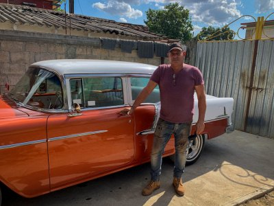 Cuba's Chevy doctor keeping classic cars on the road