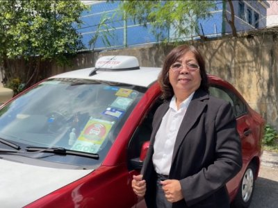 This M'sian mum became a taxi driver 20 years ago for her family. Now, she drives for the love of it