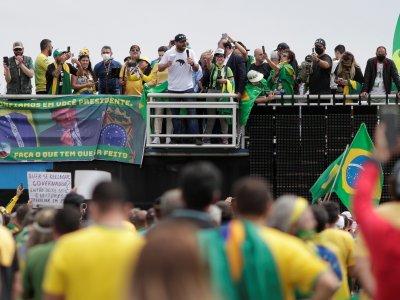 巴西死亡人数全球第2多!数千人不理防疫群聚挺总统