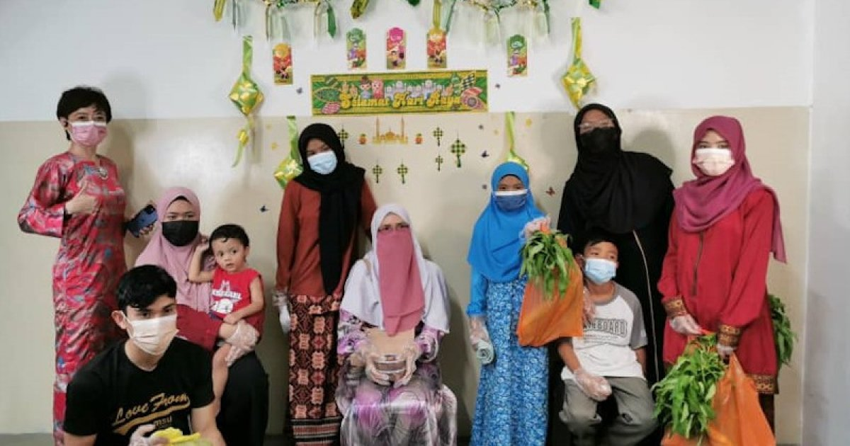 Seremban's 'Kedai Muhibah Raya' brings joy to single mother and her children with free Hari Raya clothes