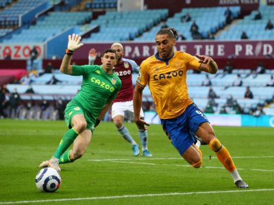 Everton's Euro hopes hit by Villa stalemate