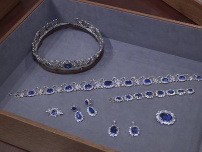 Rare Kashmir sapphire glitters in Geneva auction
