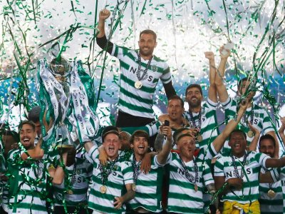 Sporting win first Portuguese title in 19 years