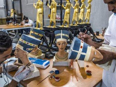 Egypt souvenir market pins hopes on tourism resurgence