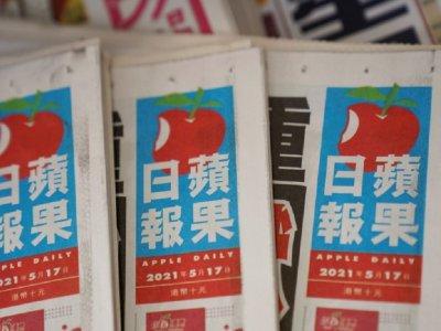香港警方今晨突袭苹果日报     总编辑等5人被捕