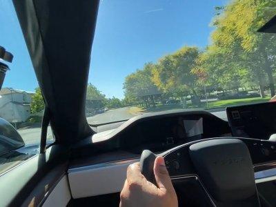 特斯拉Model S全新的轭式方向盘 或存安全隐患!