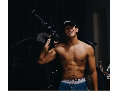 Singer Ismail Izzani told off by followers for sharing shirtless photos that 'encourage others to sin'