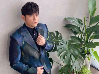 Taiwanese entertainer Jay Chou auctions off performance costumes, raises RM1.77m for charity (VIDEO)