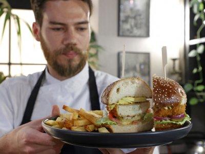Israelis taste the future with lab-grown chicken 'food revolution'