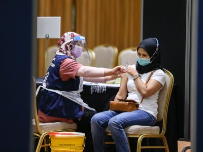Covid-19: 8,000 workers in retail sector in Melaka to get vaccinated under Rivac programme, says state exco