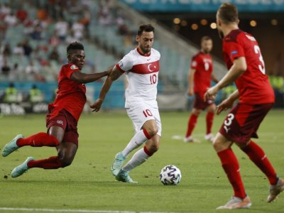 Turkey's Calhanoglu completes move from AC Milan to Inter