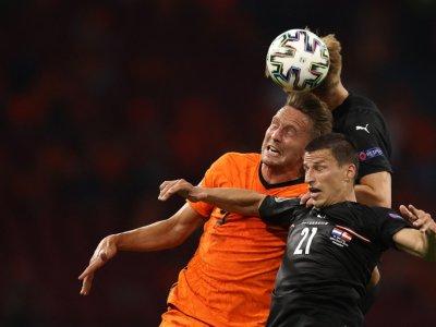 Dutch striker de Jong out of Euros after injury
