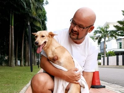 Comedian Harith Iskander mourns the loss of his two-legged rescue dog Marvella (VIDEO)
