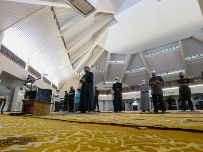 Penang allows congregational prayers based on mosque capacity, says state Islamic Dept chief