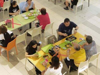 新加坡下周放宽防疫措施         堂食人数增至5人一桌