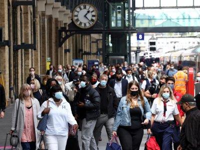 英国日增5万确诊         专家痛批解封等同谋杀