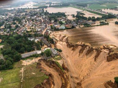 西欧暴雨成灾至少155死     德国惨如海啸过后
