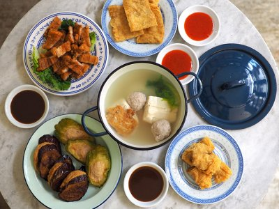 Feast on 'yong tau foo' and fried pork belly from Kepong's Restoran E So Yong Tou Foo