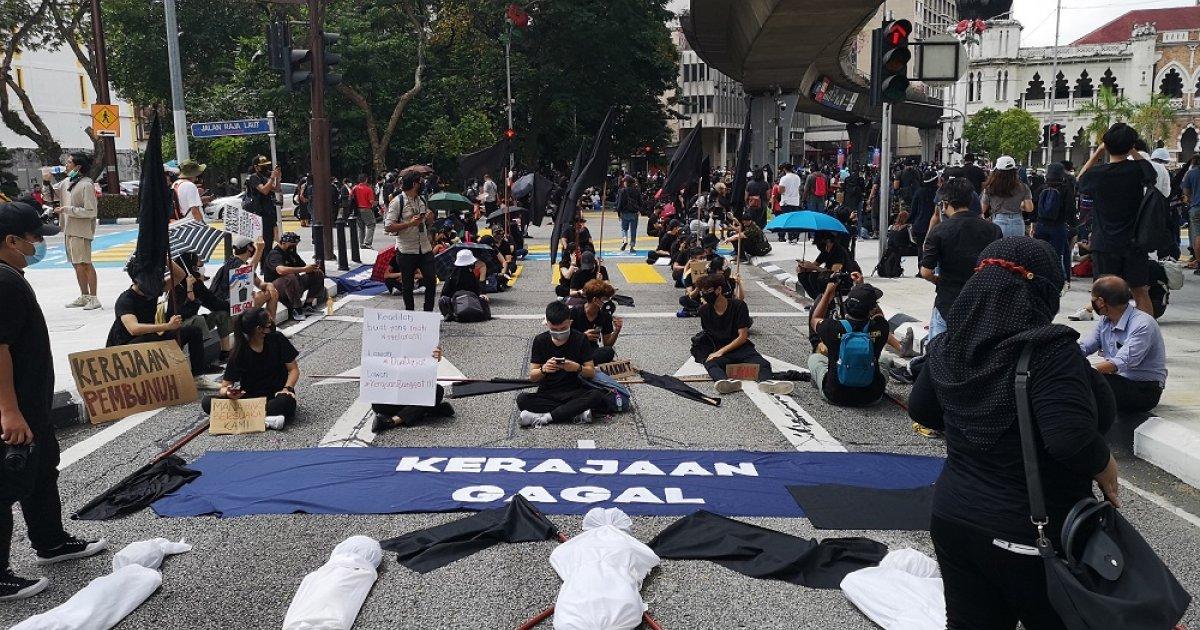 Malaysian youth converge on Dataran Merdeka for #Lawan protest
