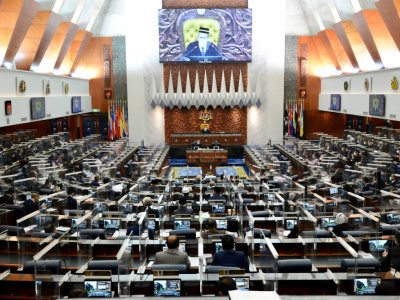 With full seating for each special parliamentary sitting, who were the MPs absent during last week's proceedings?