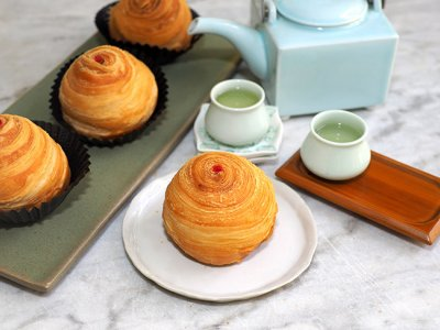 Phase One delivery: Order from Ampang's Carmen Home Bake for a lovely, ultra flaky spiral yam mooncake