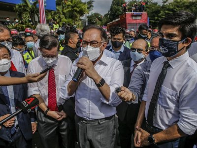 Opposition lawmakers gather at Merdeka Square as authorities shut Parliament