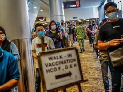 Day One at one of the KL vaccination walk-in centres: No crowds, mostly elderly seen coming for their shots (VIDEO)