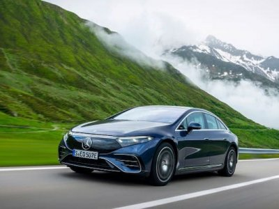 How Mercedes is alerting drivers to hazards on the road
