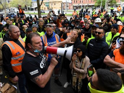 Protest erupts in Melbourne after Covid-19 worries shut down construction sites